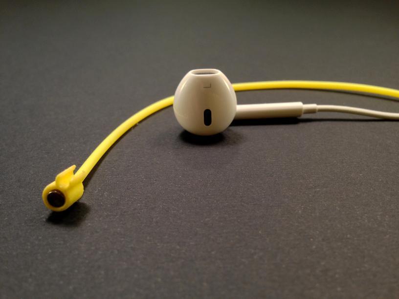Zipi Magnetic Earbud Strap Image 1